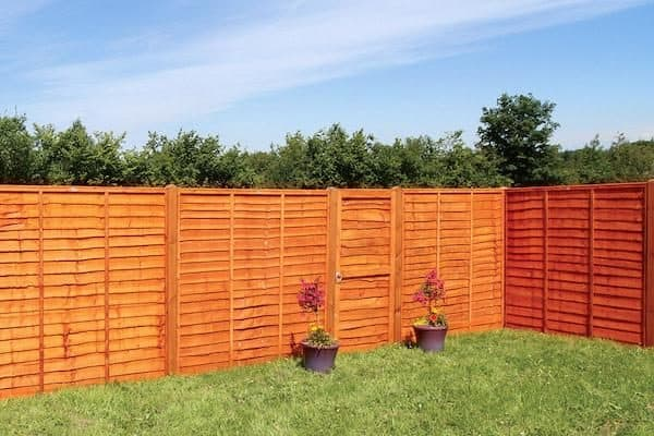 Image of a well maintained fence.